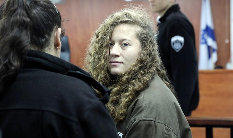Anne Frankhoz és Szenes Hannához hasonlította az izraeli katonát megpofozó palesztin lányt, kitiltanák a katonai rádióból a dalait