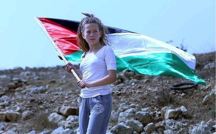 Tizenéves szőke kamaszlány a palesztin ellenállás új arca