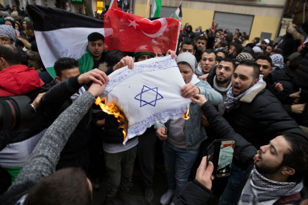 Hogyan harcol egy berlini muszlim tanár az antiszemitizmus ellen?