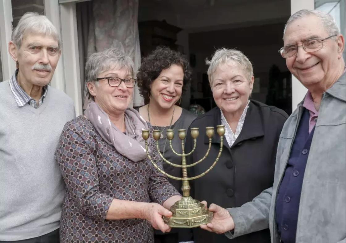 Balról jobbra: Hubert Baumeister, Roswitha Baumeister, Yotvat Palter Dycian, Aviva Palter, Guri Palter