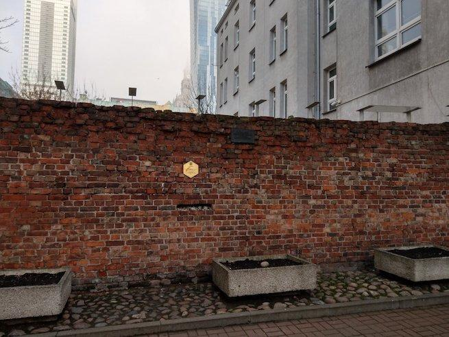A gettófal maradványa Varsóban