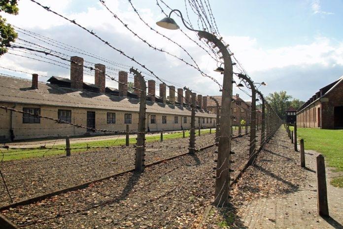 Izrael szerint holokauszttagadó az új lengyel törvény
