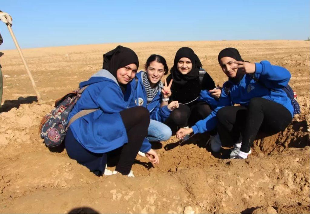 Zsidó és beduin fiatalok ültettek közösen a Fák ünnepén