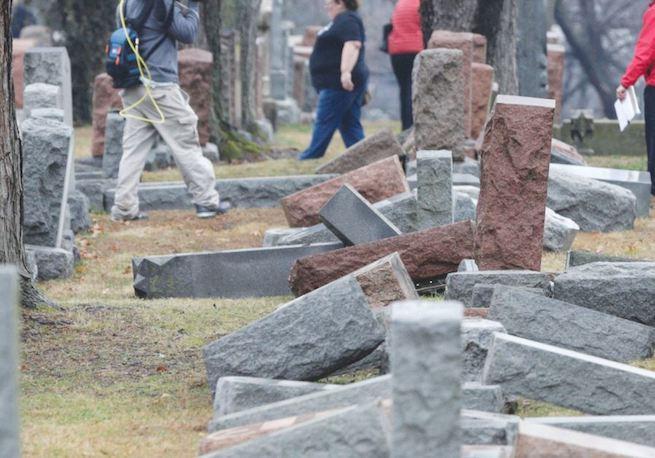 Megrongált zsidó temető St. Louis-ban 2017 februárjában