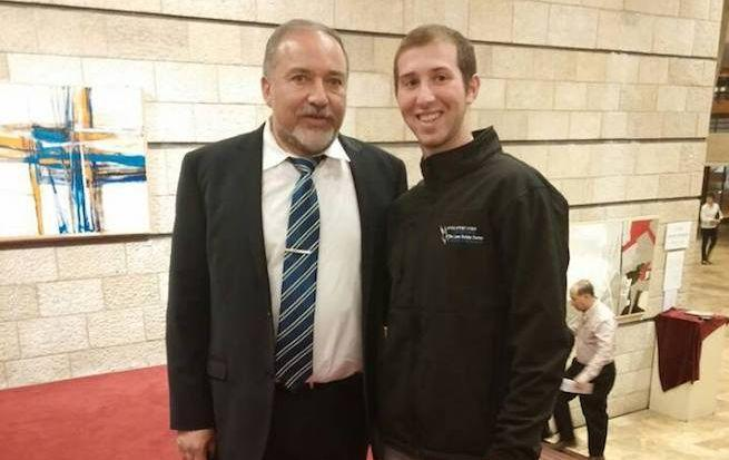 Avigdor Lieberman jelenlegi védelmi miniszterrel 2016-ban
