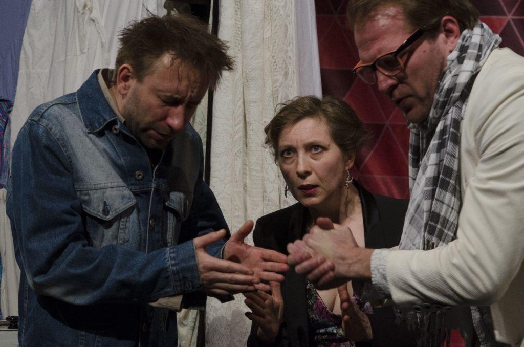 Tel-Avívban vendégeskedik a Gólem Színház Lefitymálva c. előadása