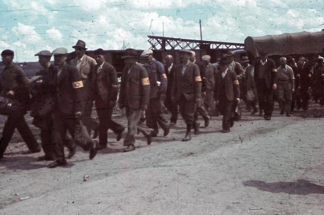 Munkaszolgálatosok Újvidéken 1941-ben (Fotó: FORTEPAN)