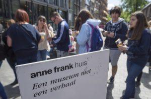 Rejtegetnie kellett zsidóságát az Anne Frank múzeum egyik munkatársának