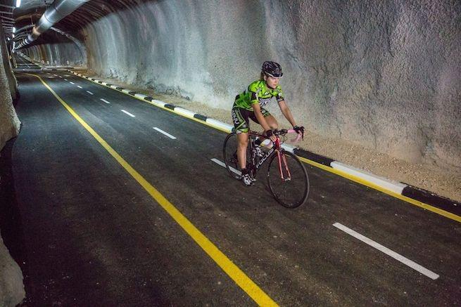 Elképesztően vagány biciklis alagutat adtak át Jeruzsálemben