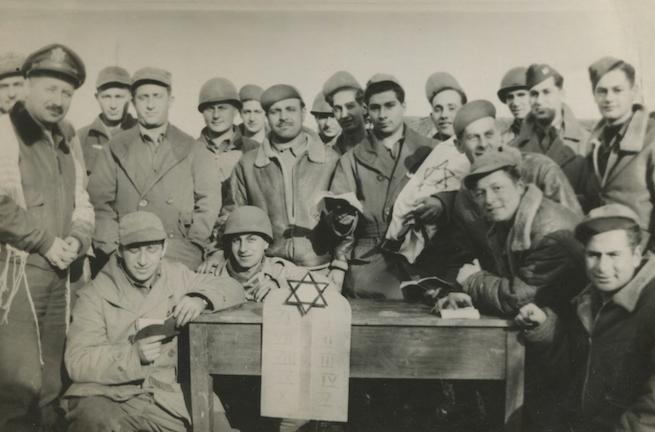 Az amerikai zsidó katonáknak nem csak a nácikkal, de az antiszemitizmussal is meg kellett küzdeniük a II. világháborúban