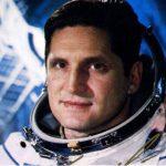 Az első zsidó űrhajós, aki szó szerint otthagyta a fogát az első űrutazáson