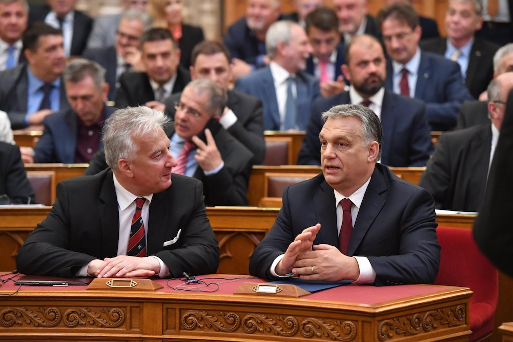Orbán Viktor miniszterelnök és Semjén Zsolt nemzetpolitikáért,  egyházügyekért és nemzetiségekért felelős tárca nélküli miniszter az  Országgyűlés plenáris ...