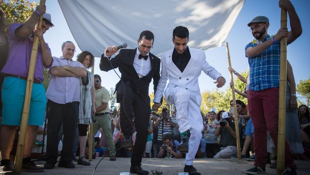 Az izraeliek többsége támogatná az azonos neműek házasságát