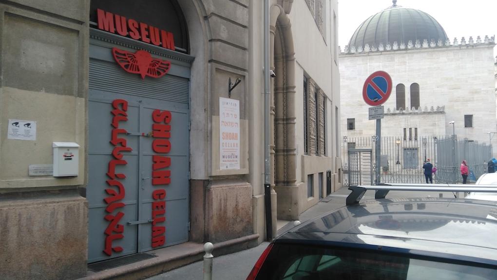 Izraeli képviselő közbenjárására távolították el a budapesti álmúzeumot a NY Times ajánlójából
