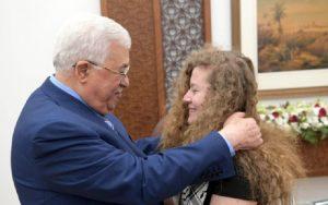 Abbász vendégül látta az izraeli katonákat pofozó Tamimit