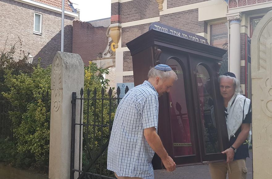Kilakoltatták a zsidókat, hogy éttermet nyithassanak a zsinagóga helyén