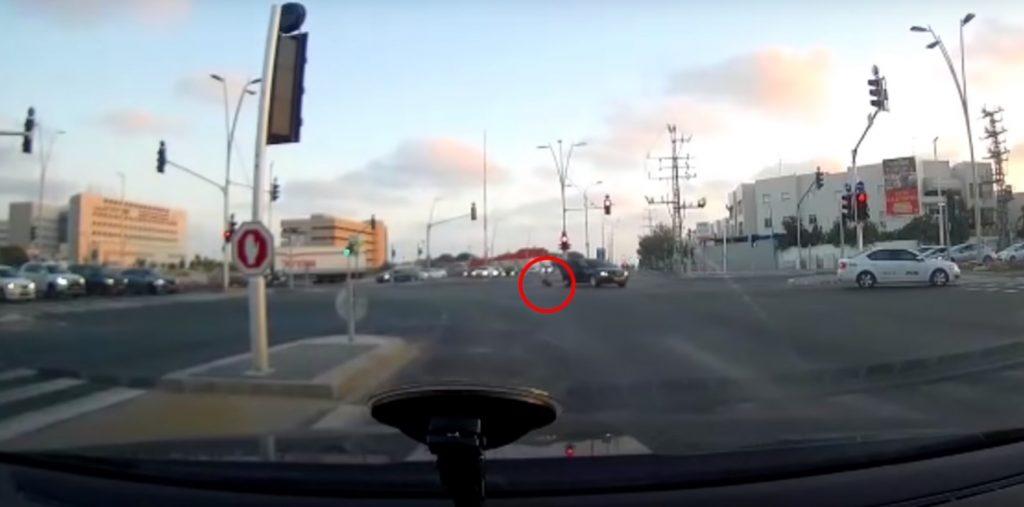 Életüket kockáztatva mentettek meg egy kocsiból kieső gyereket Izraelben
