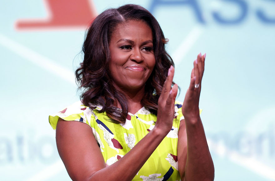 Videóra vették, ahogy Michelle Obama levezényli egy zsidó pár esküvői szertartását