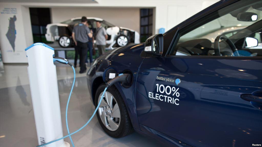Izrael kitiltja a benzines és dízel kocsikat az országból 2030-tól