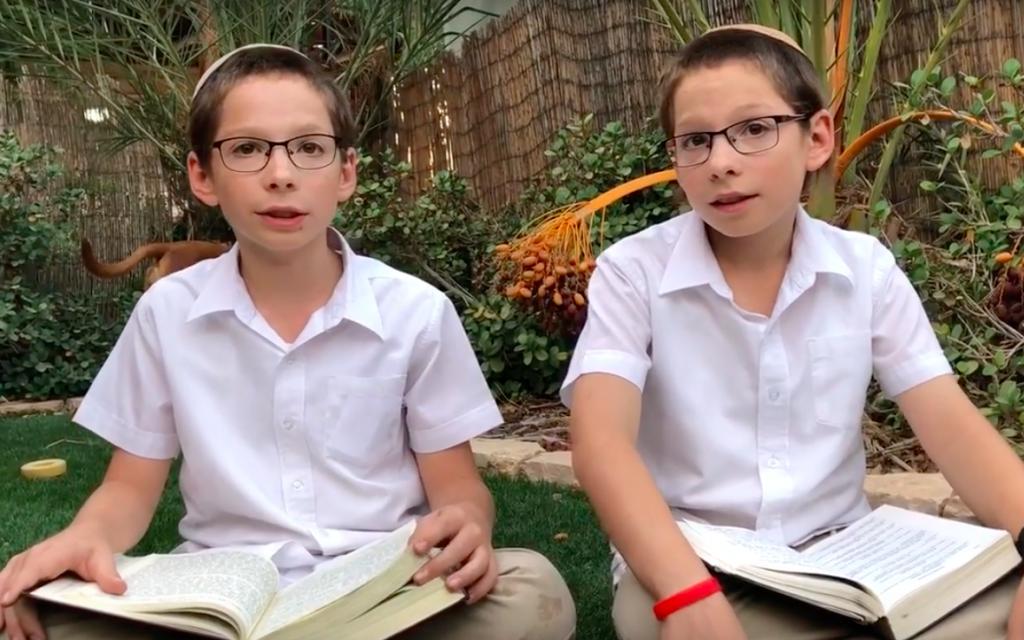 Senki sem magyarázza jobban a Tórát ezeknél a 12 éves ikreknél