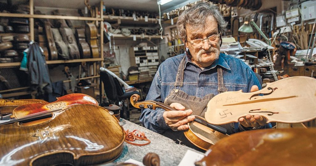Haláltáborokban talált hegedűket restaurál egy izraeli hangszerkészítő