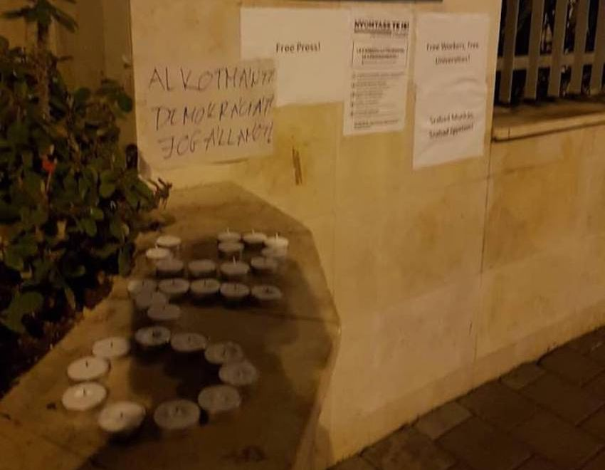 Szimpátiatüntetést tartottak a tel-avivi magyar nagykövetség előtt