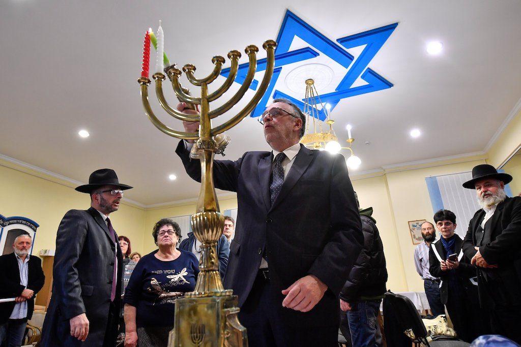 Ortodox zsidó zarándokhelyek újulnak meg Kelet-Magyarországon