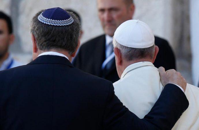 Ferenc pápa: a zsidó és a keresztény vallásnak közösen kell szolgálni az emberiséget