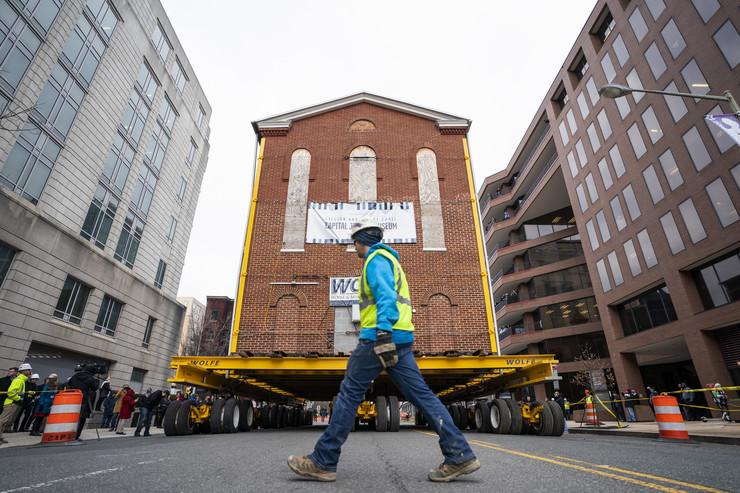 Egy komplett zsinagógát szállítottak új helyre Washingtonban