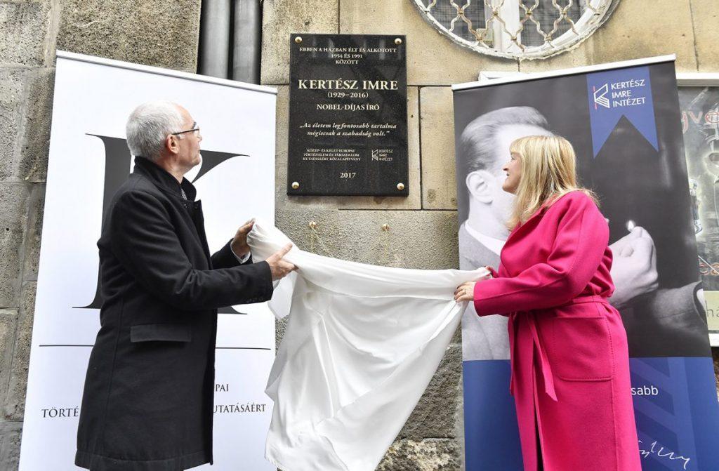 Schmidt Mária alapítványánál marad Kertész Imre hagyatéka