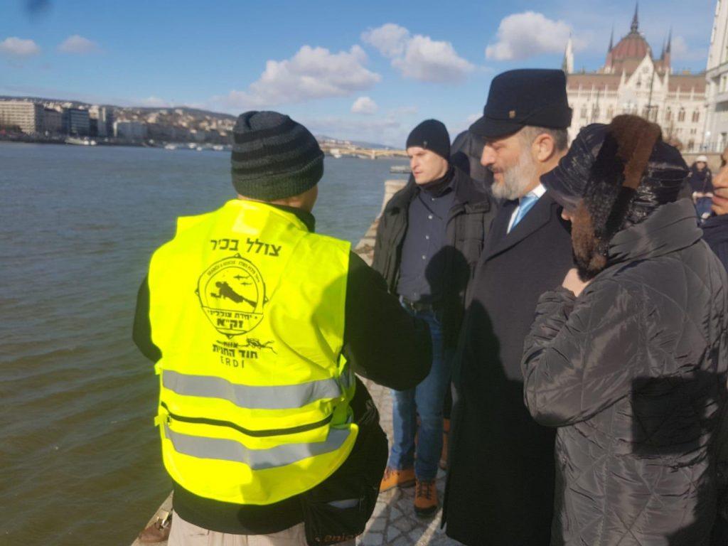Megdöbbent az izraeli belügyminiszter, hogy a Mazsihisz leállítaná a Dunába lőtt áldozatok maradványainak keresését