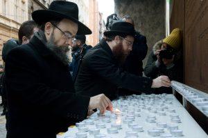 Több mint 100 diák gyújtott gyertyát a budapesti gettó felszabadulásának emlékére