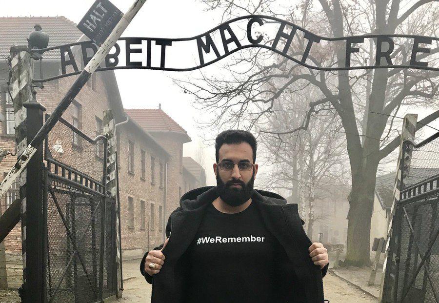 Az első síita imám, aki Auschwitzban tisztelgett a holokauszt áldozatainak emléke előtt