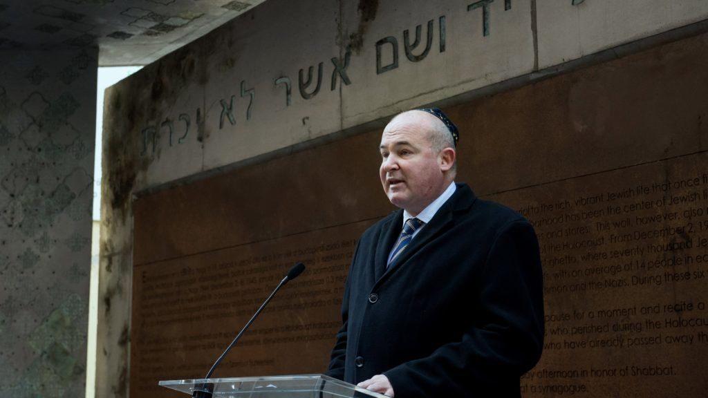 Brit zsidókkal szólalkozott össze a helyettes államtitkár