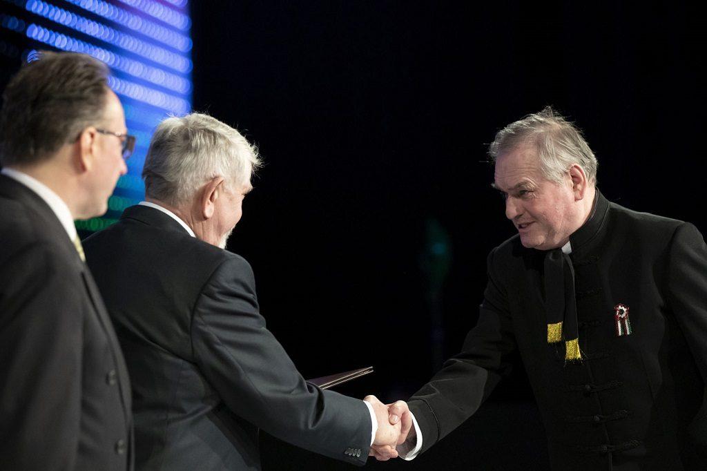 Nyílt antiszemita is kapott idén Babérkoszorú-díjat