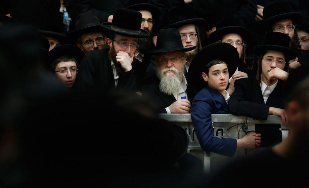 Több ezren vettek részt a kállói rebbe temetésén