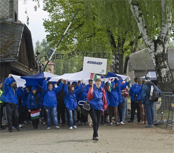 Százharminc magyar diák utazik Auschwitzba