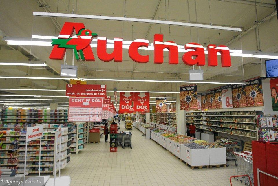Horogkeresztes övtáskákat árult az Auchan Lengyelországban