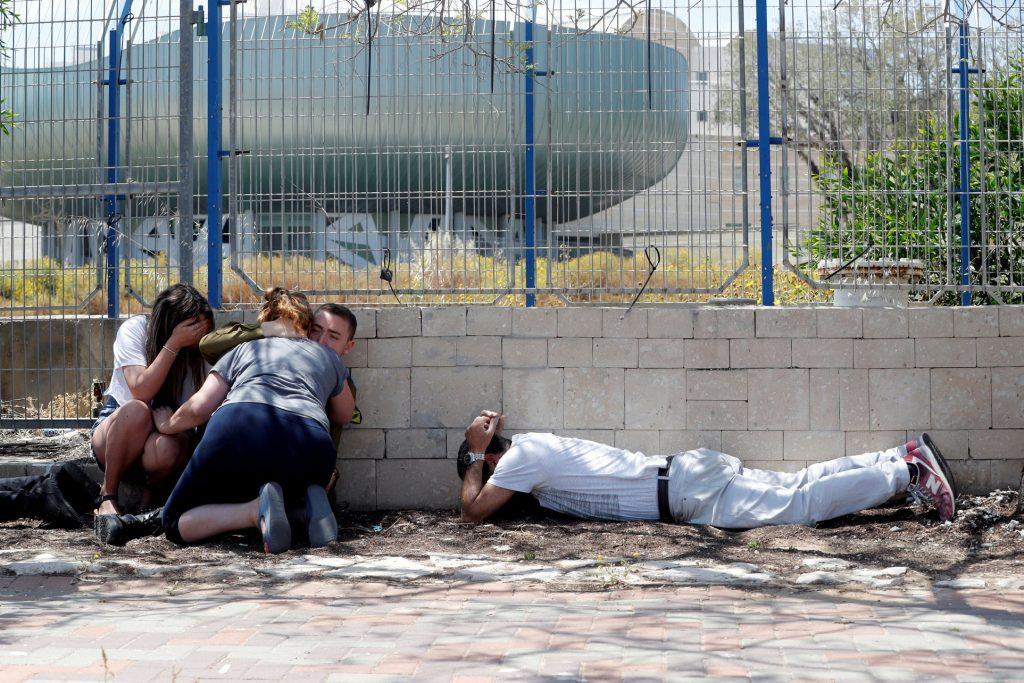 Több száz rakéta zúdult Izraelre a hétvégén, halálos áldozatai is vannak a támadásoknak
