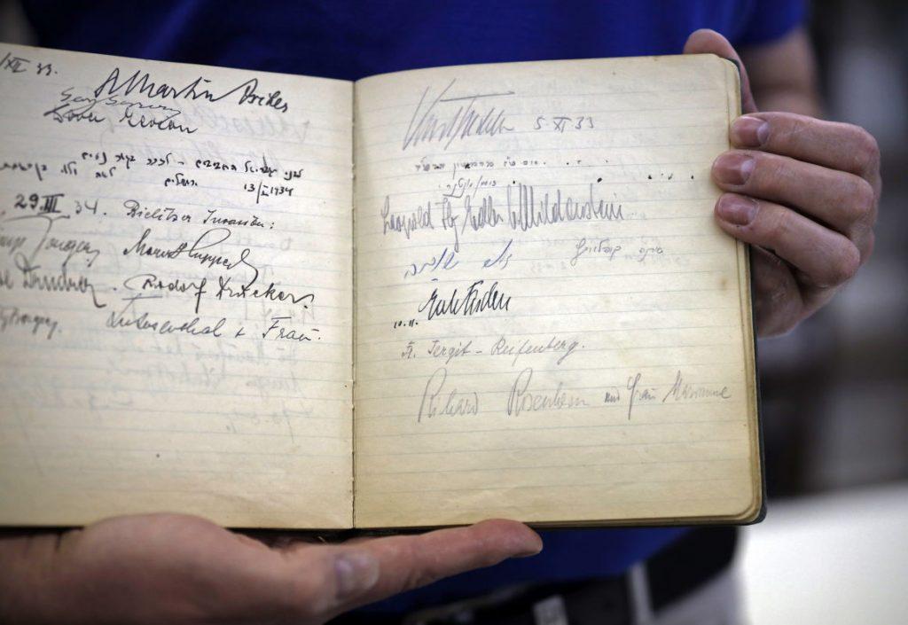 Hogyan került egy náci vezető aláírása egy izraeli vendégkönyvbe?