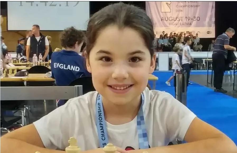 Nyolcéves izraeli kislány nyert ezüstöt az európai sakkversenyen