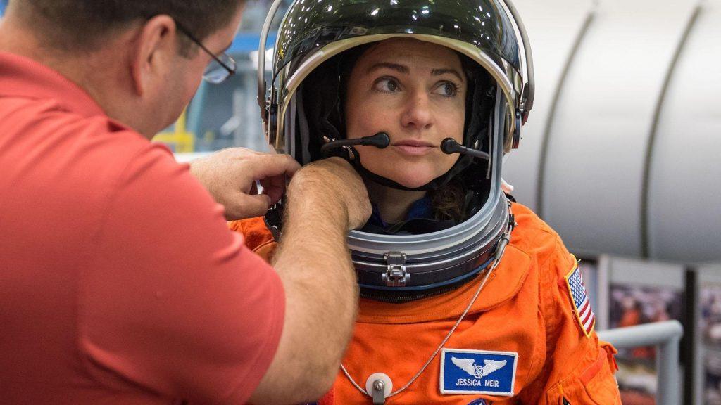 Izraeli zászlót és menórás zoknit visz magával a világűrbe a következő zsidó űrhajós