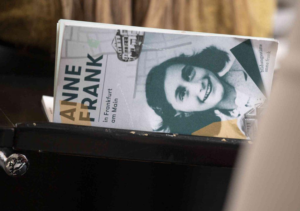 Heller Ágnes: Anne Frank naplója jelenné teszi a múltat