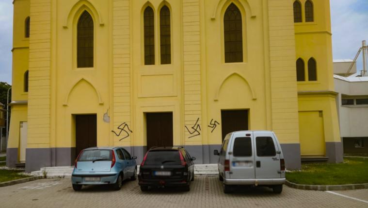 Elfogták a rendőrök a tapolcai zsinagógát megrongáló fiatalokat