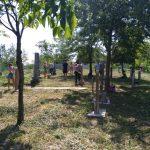 Külföldi fiatalok magyar munkaszolgálatosok sírjait teszik rendbe