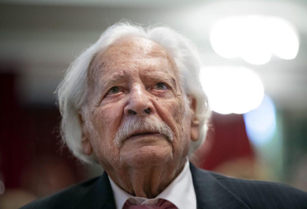 Házi karanténból robbantotta fel az internetet a 100 éves Bálint gazda