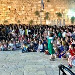 A 104 éves holokauszt túlélő teljes családjával a Siratófalnál ünnepelt