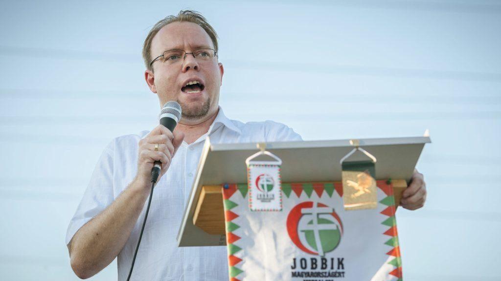 A Jobbik mégis indítja a Duna-parti cipőkbe köpködő Kulcsárt
