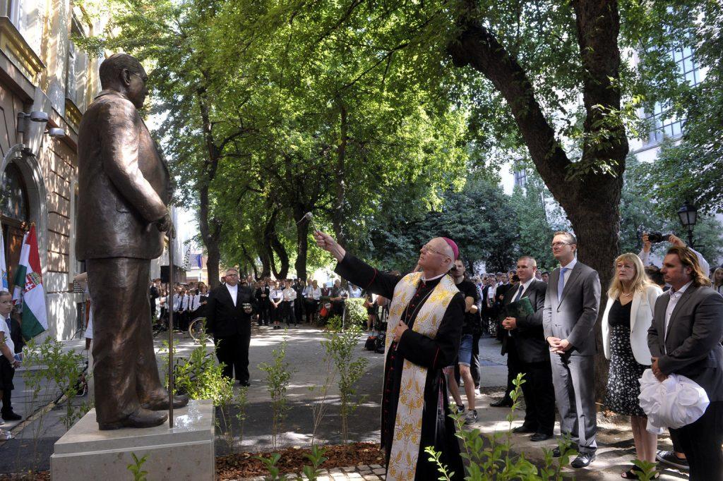 Tiltakozik a Mazsihisz, mert szobrot állítottak egy antiszemita politikusnak