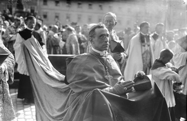 Hamarosan kutathatók lesznek a Vatikán holokauszt alatti titkos dokumentumai